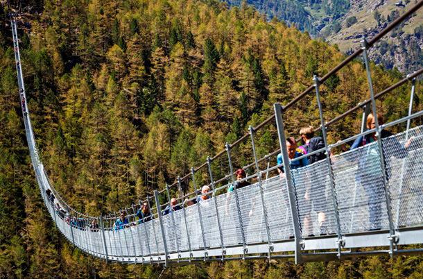 В Швейцарии построили самый длинный подвесной мост
