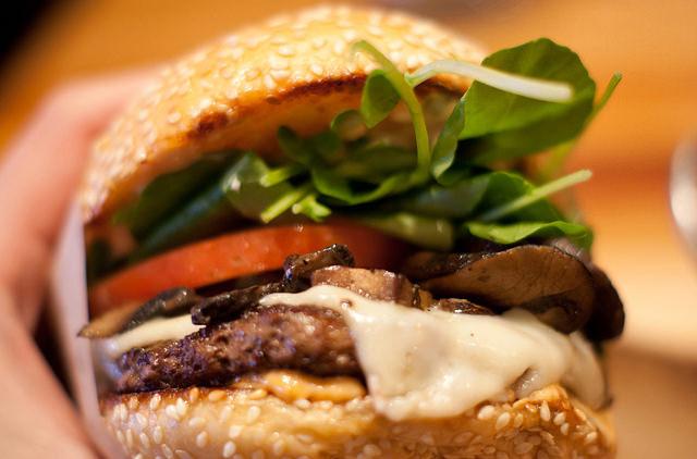 Власти США выступают против искусственного мяса