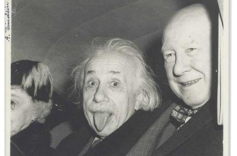 Знаменитое фото Эйнштейна продали за 125 тыс. долларов