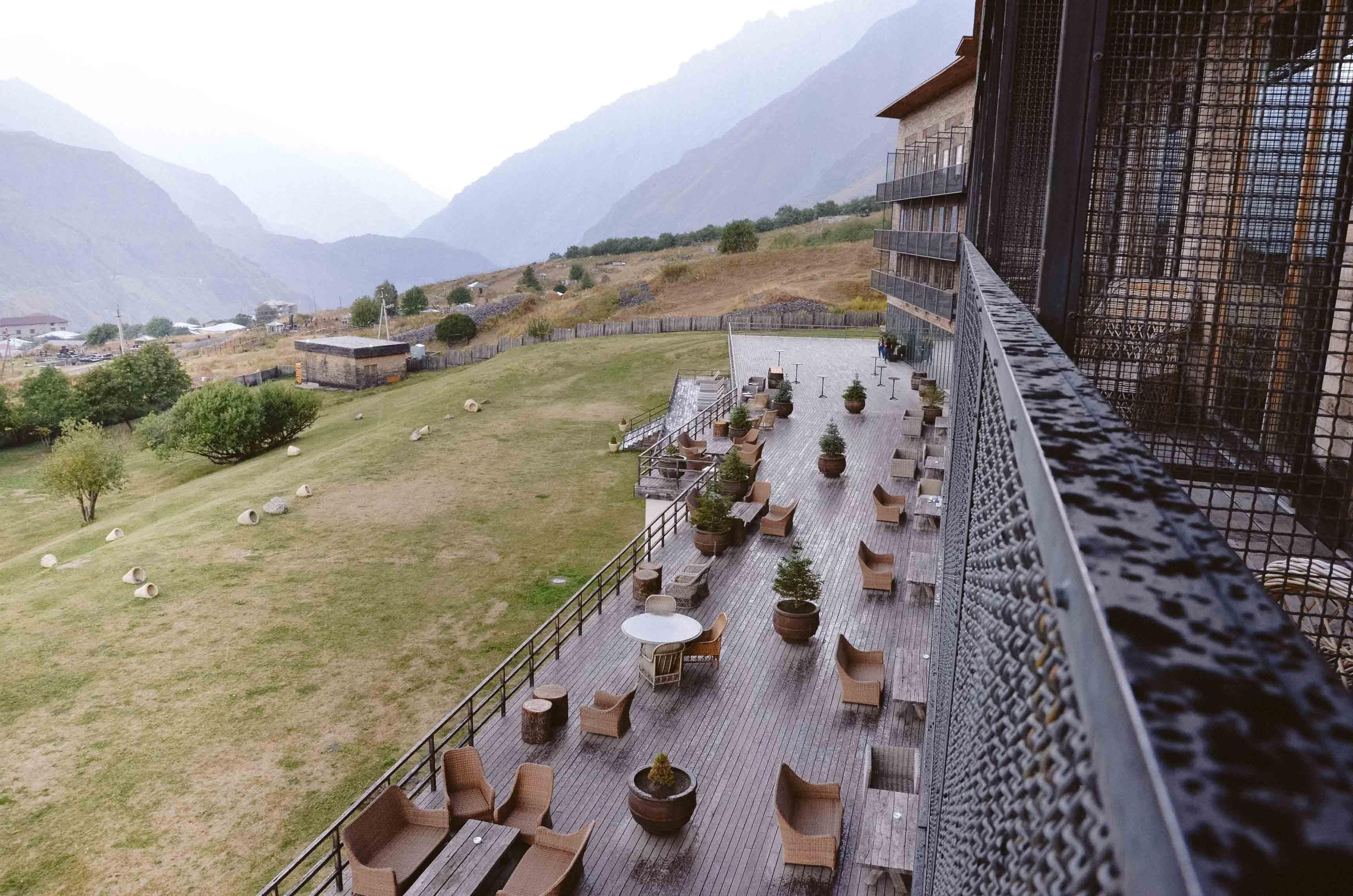 Терраса отеля Rooms Kazbegi