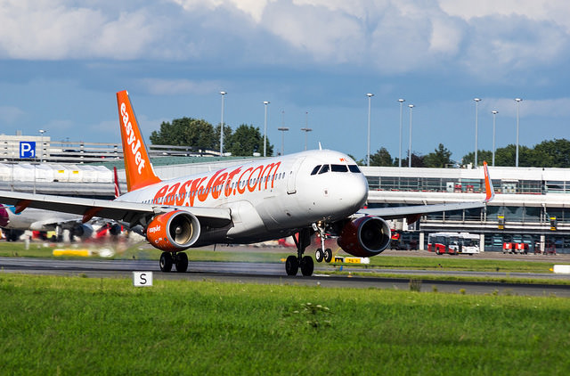 Пассажиры easyJet могут сдавать ручную кладь в багаж