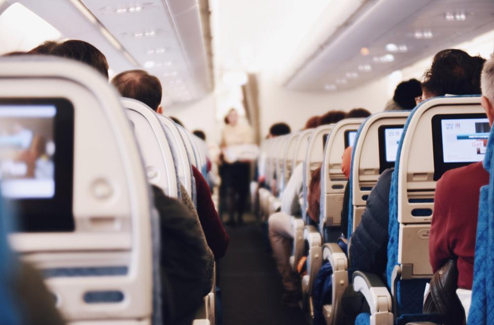 Трэвел-хаки: как выжить во время полёта и после