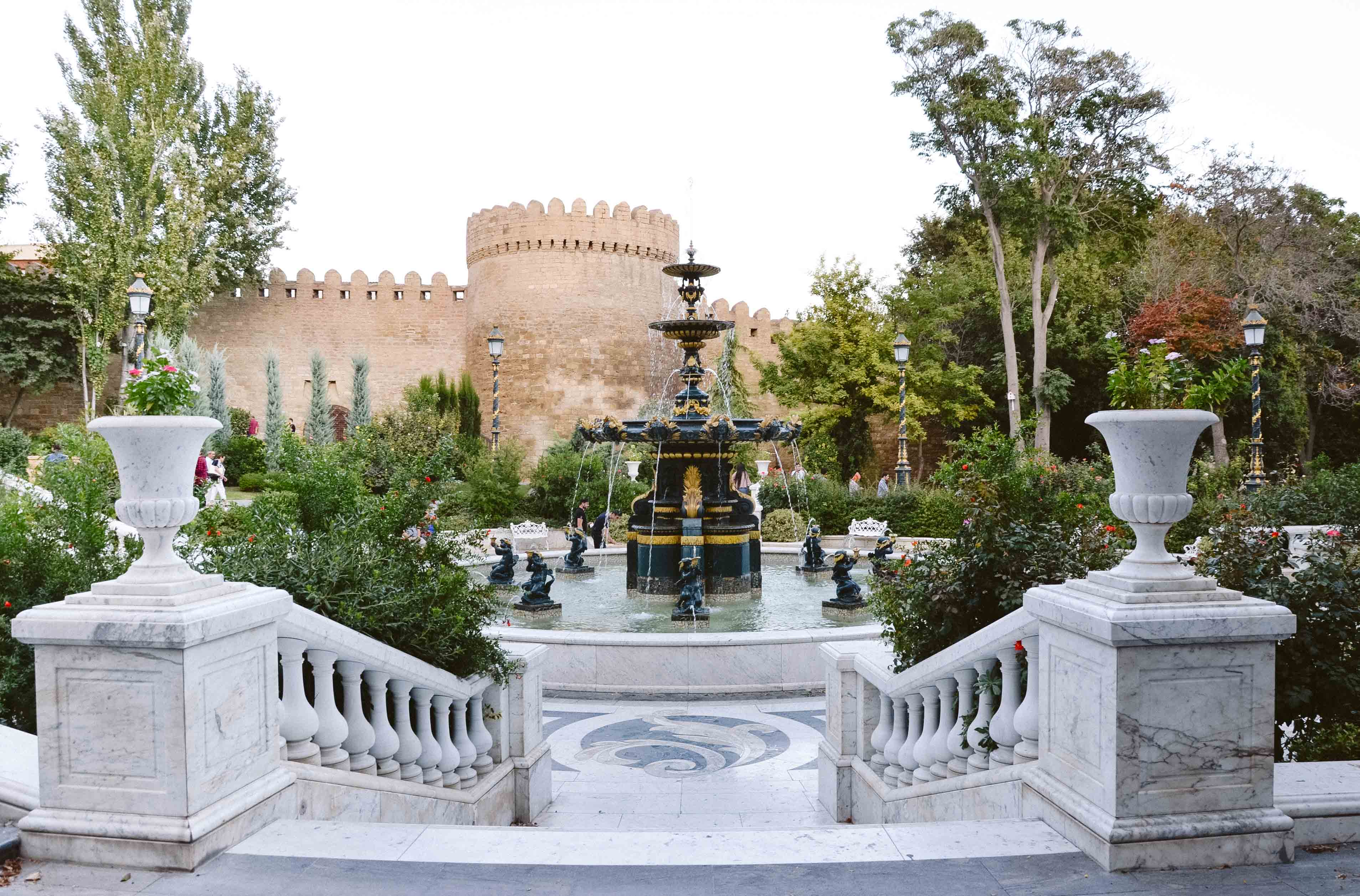 Фонтан в Саду Филармонии, Баку, Азербайджан