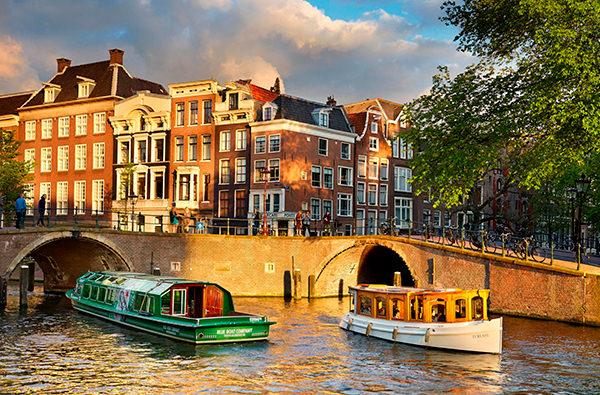 В Амстердаме запретили открывать новые туристические магазины