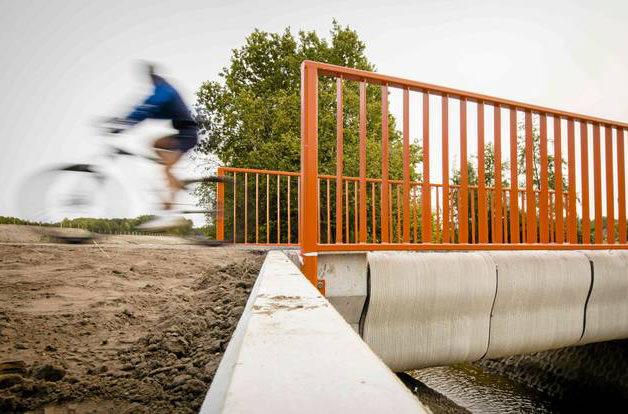 В Нидерландах появился мост, созданный с помощью 3D-принтера