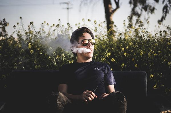 Во Франции ввели запрет на курение электронных сигарет