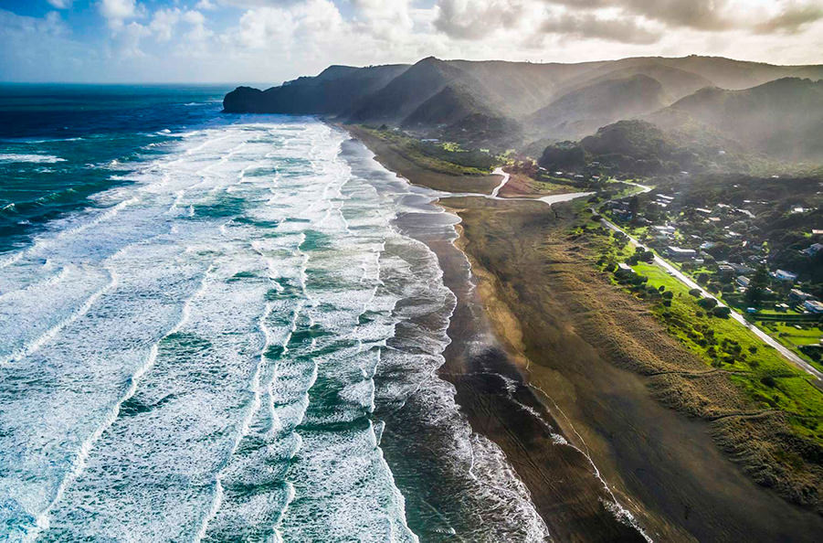 Названы лучшие пляжи с черным песком