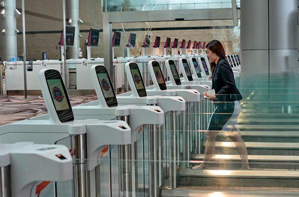 В аэропорту Сингапура открылся полностью автоматизированный терминал