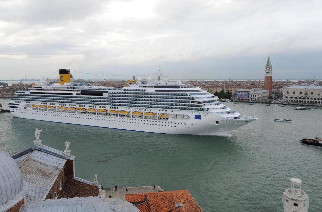 В Венеции запретили круизные лайнеры