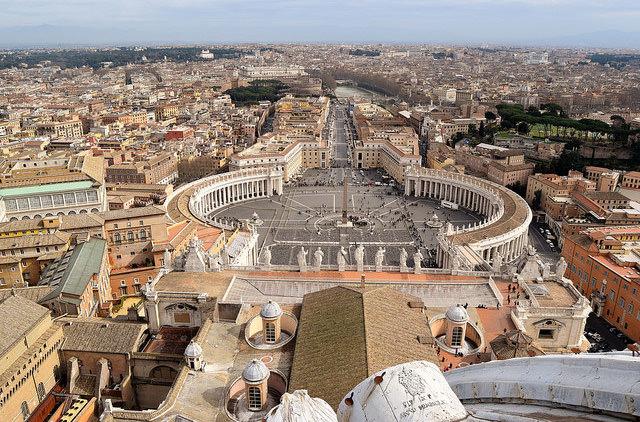 Ватикан собирается запретить продажу сигарет