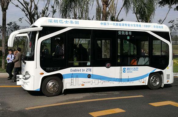 На улицах Китая появились беспилотные автобусы