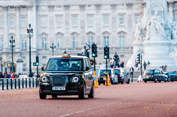 На улицах Лондона появились электрические такси