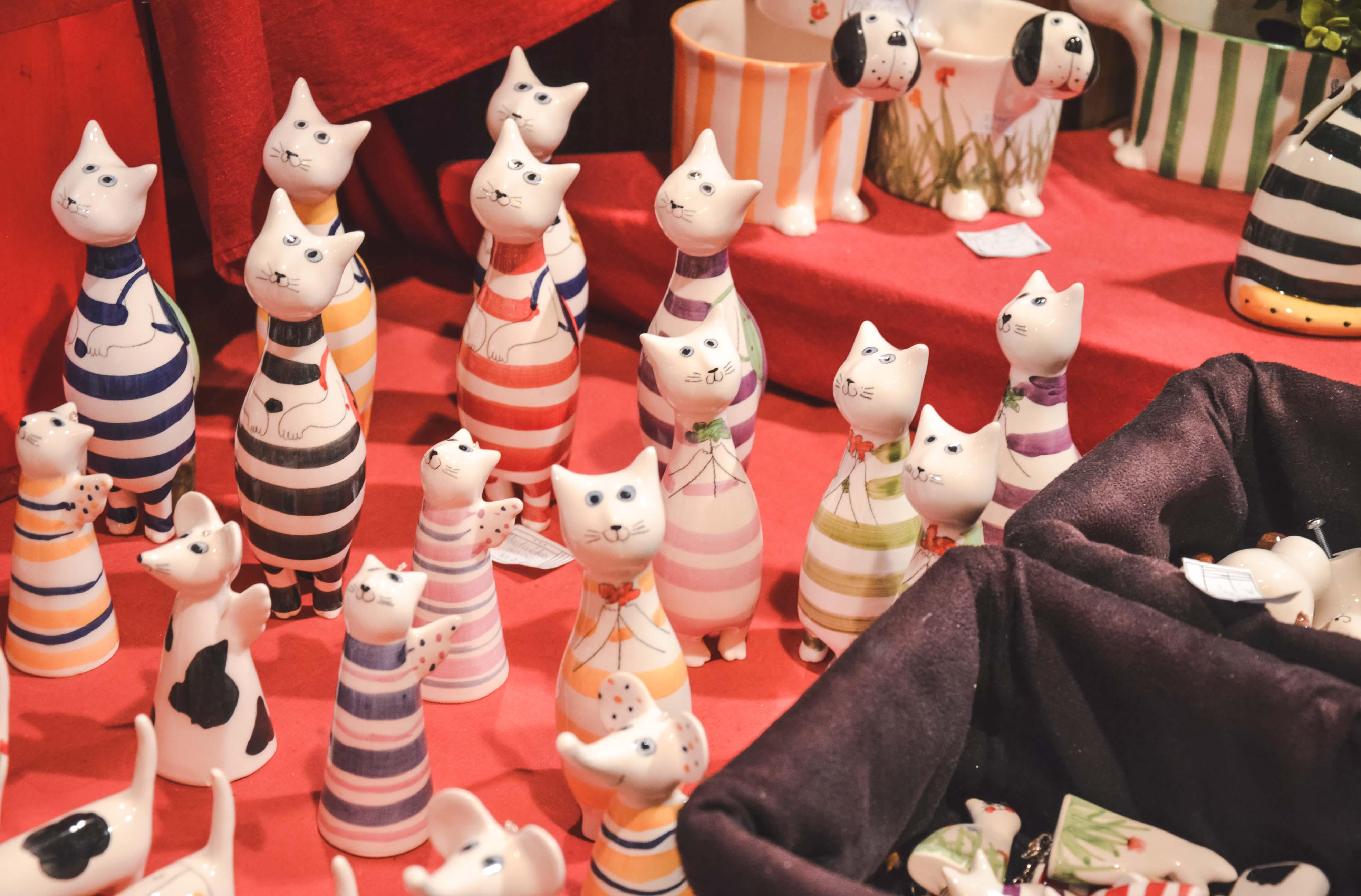 Керамические изделия на рождественском рынке Будапешта