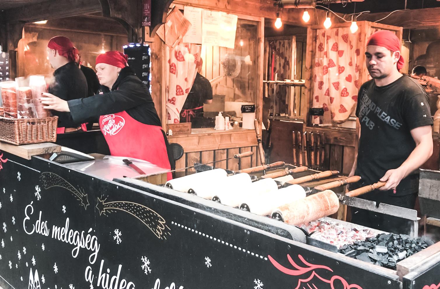 Кюртёшкалач на рождественском базаре в Будапеште, кюртёш калач