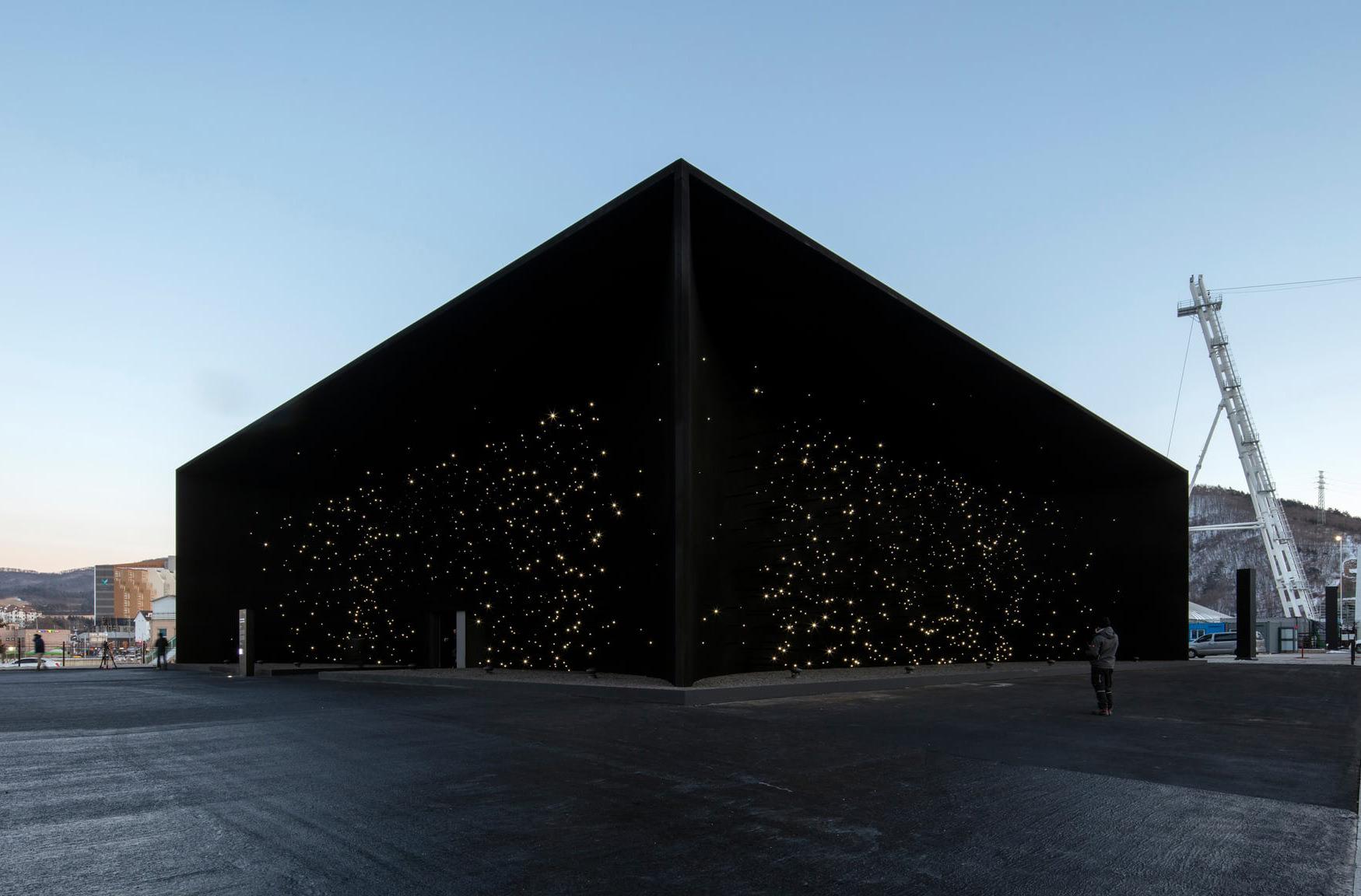 В Корее построили здание, напоминающее черную дыру