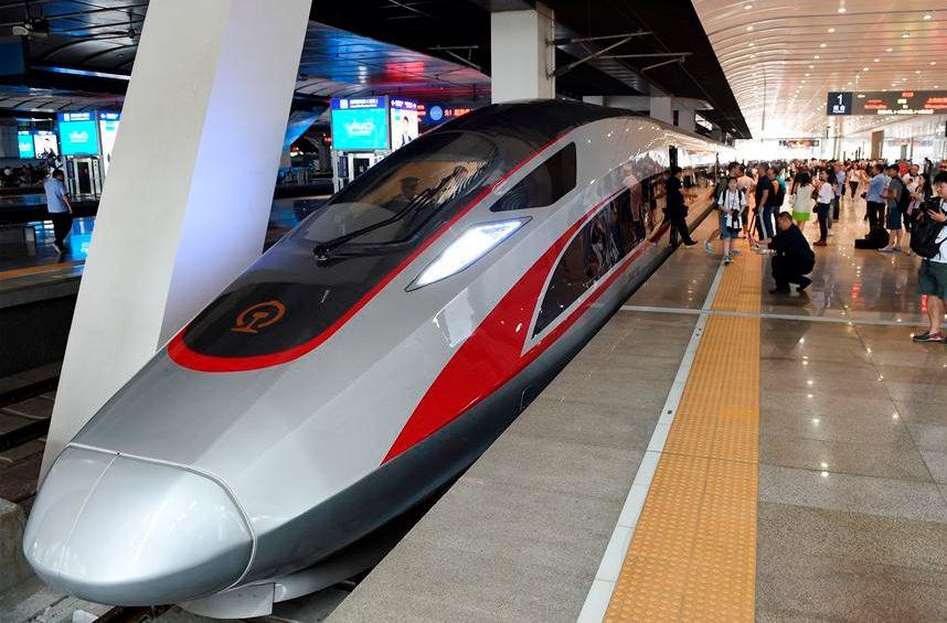 В Пекине тестируют сверхдлинные скоростные поезда