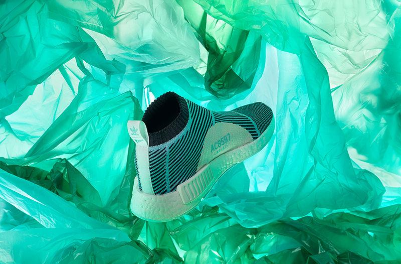 Adidas выпустил новые кроссовки из переработанного пластика