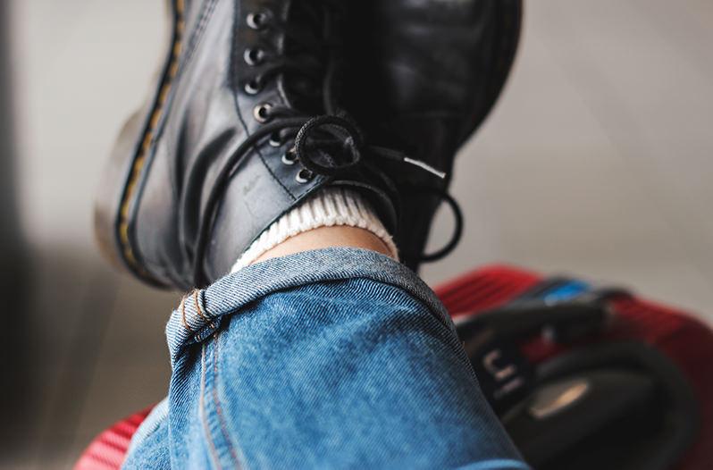 Пассажиров в аэропортах Москвы будут штрафовать за сидение на полу