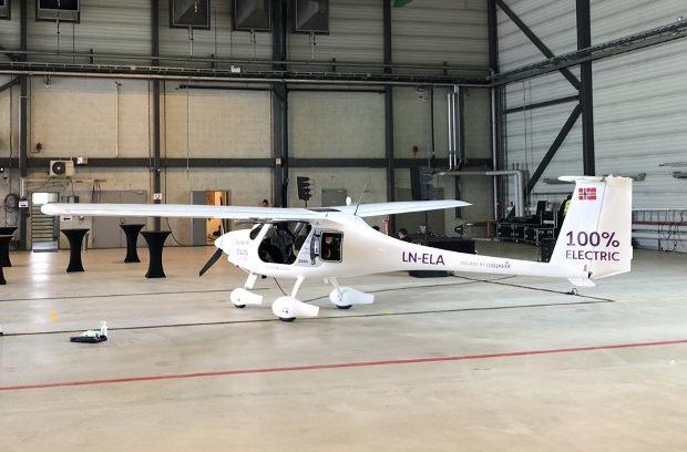 Норвегия приняла программу перехода на электрические самолеты