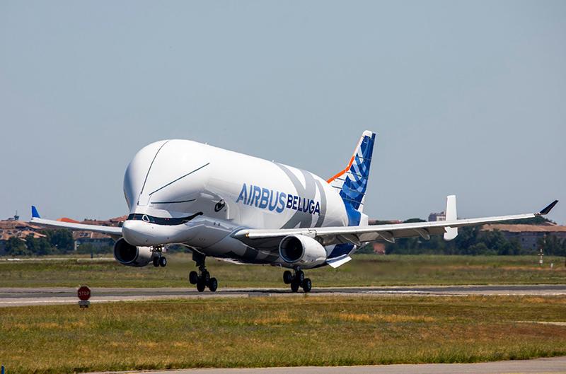 Новый самолёт, напоминающий кита совершил первый полёт