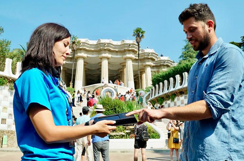 В парк Гуэль в Барселоне теперь можно пройти без очереди по отпечаткам пальцев