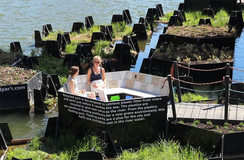 В Роттердаме появился плавающий парк из переработанного пластика