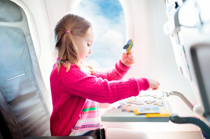 Названы лучшие авиакомпании для полётов с детьми