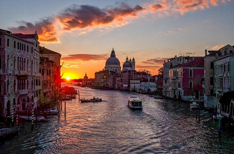 В Венеции запретили прогулки по Гранд каналу
