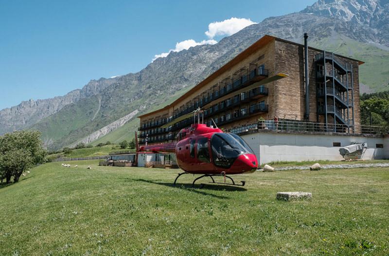 Грузинский отель предлагает экскурсии на вертолете