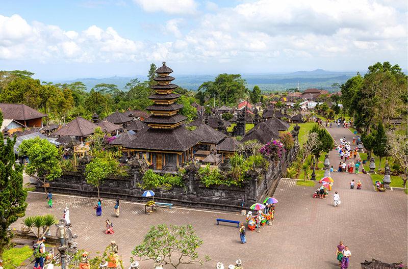 На Бали ограничат туристов в посещении храмов