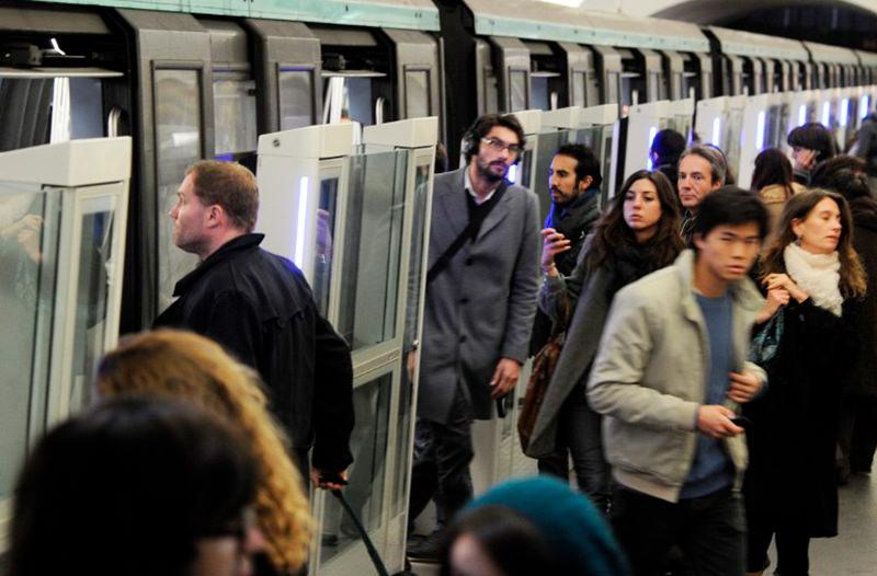 В метро Парижа запустили сервис для защиты туристов от воров