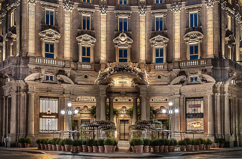 В Милане открыли первый Starbucks