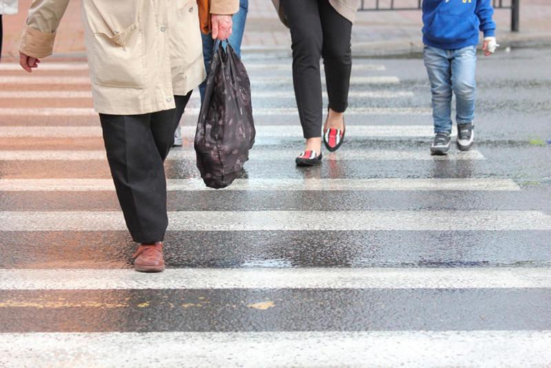В Литве запретили пользоваться телефоном переходя дорогу