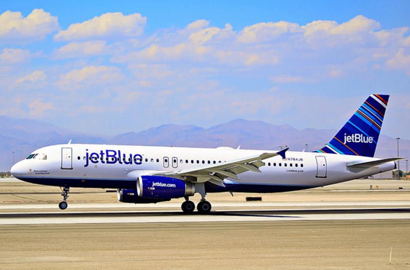 JetBlue подарит год бесплатных полётов за чистый профиль в Instagram