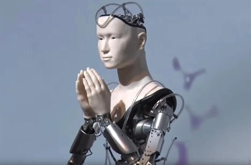 В японском храме на службу вышел робот
