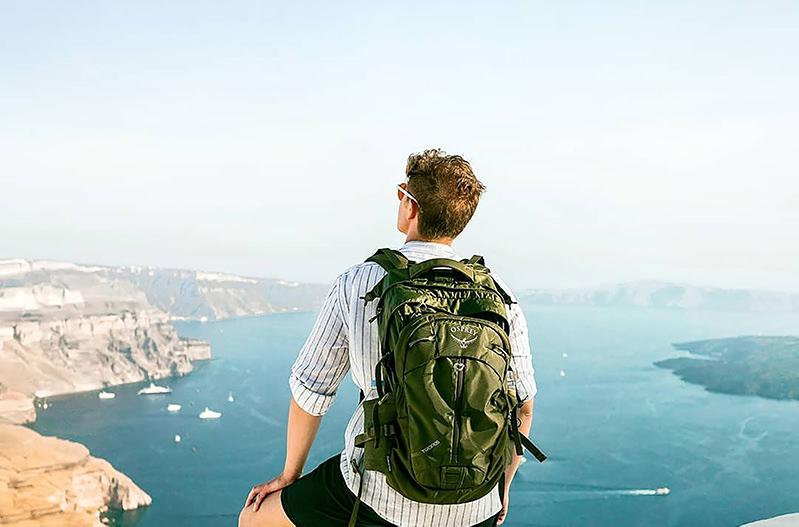 Миллионеру из Австралии нужен travel-помощник