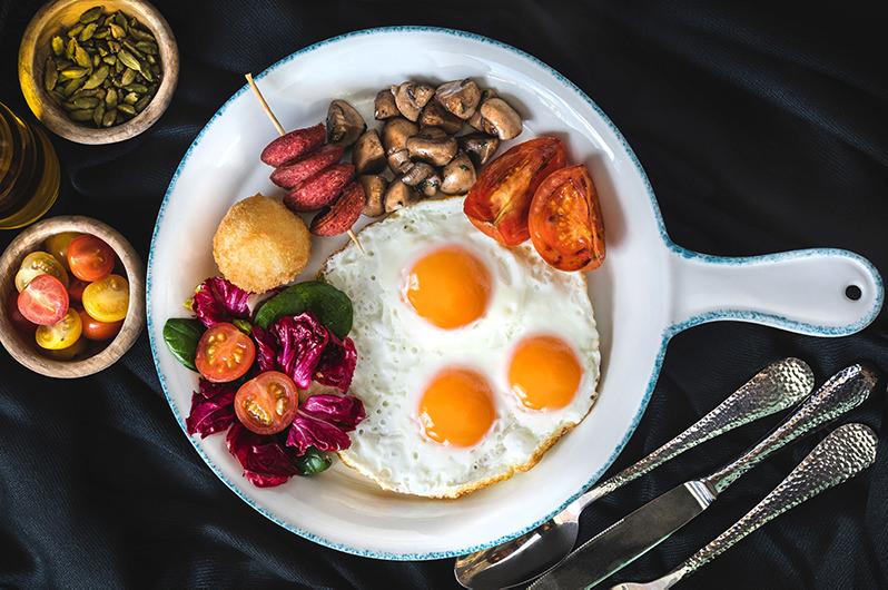 Установлена связь между завтраком и частотой путешествий