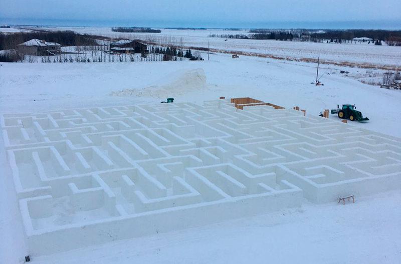 В Канаде построили самый большой снежный лабиринт