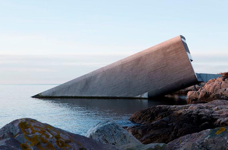 В Норвегии открылся подводный ресторан