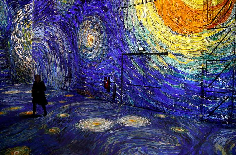 В Париже проходит выставка Ван Гога с погружением в картины
