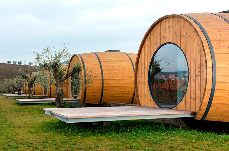 В Португалии открылся отель в винных бочках