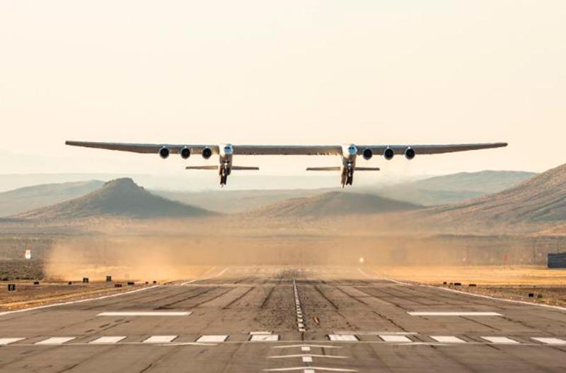Самый большой в мире самолёт успешно выполнил первый полёт