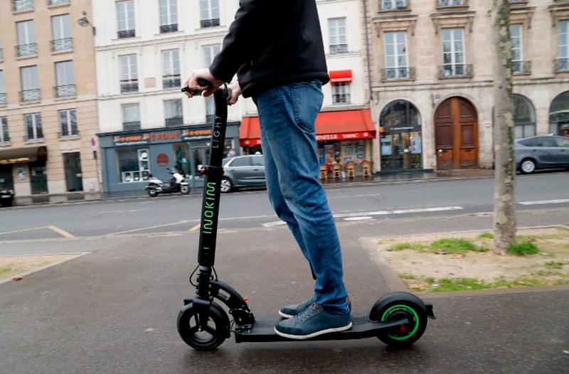 В Париже ужесточили правила для пользователей электросамокатов