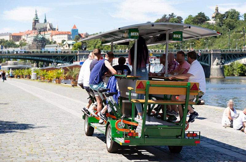 В Праге запретят пивные велосипеды