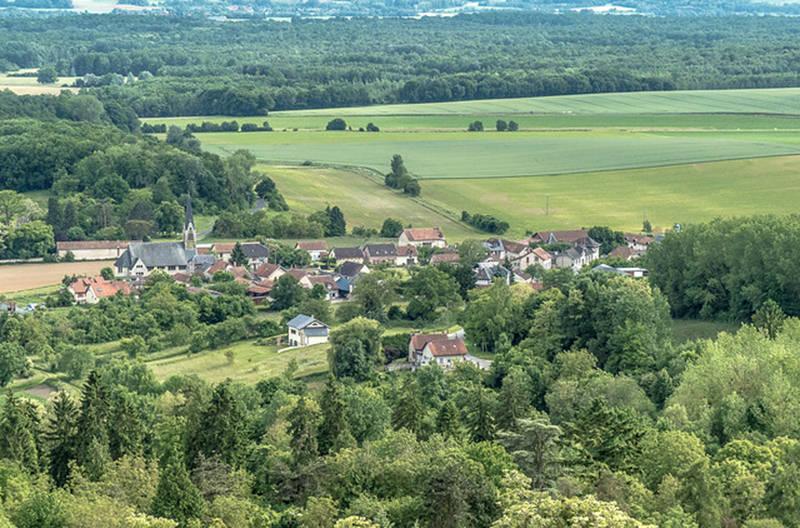 Власти французской деревни заплатят 5000€ каждому, кто купит дом