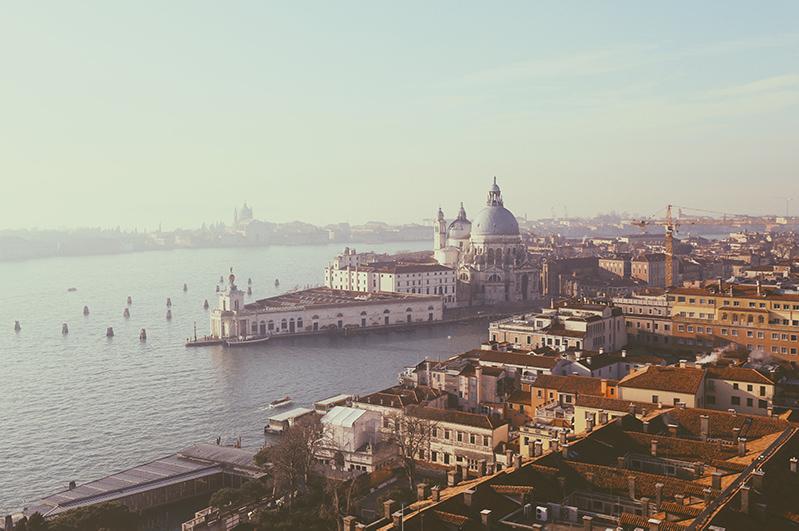 В Венеции введение налога с однодневных туристов откладывается