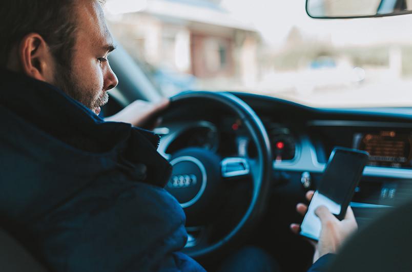 Украинцы смогут предъявлять водительское удостоверение и техпаспорт со смартфона