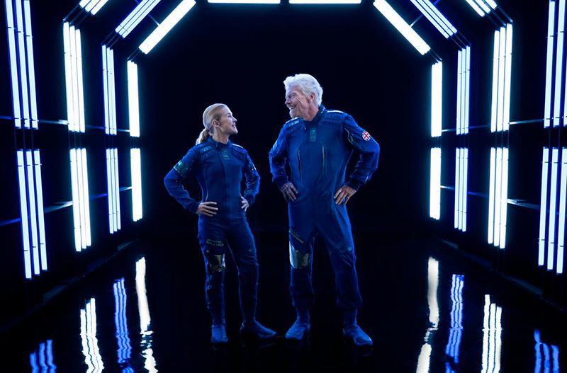 В Virgin Galactic показали первые скафандры для космических туристов