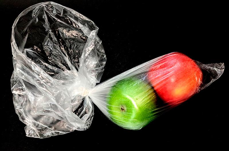В Украине приняли закон, запрещающий пластиковые пакеты