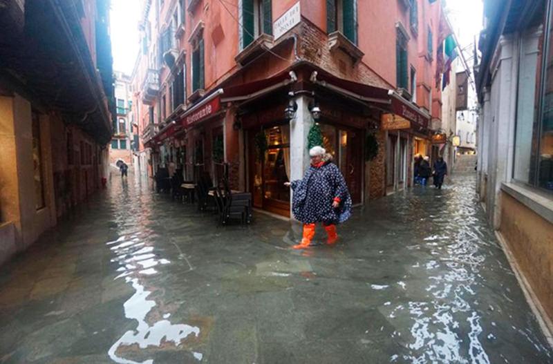 Вода в Венеции поднялась до опасного уровня
